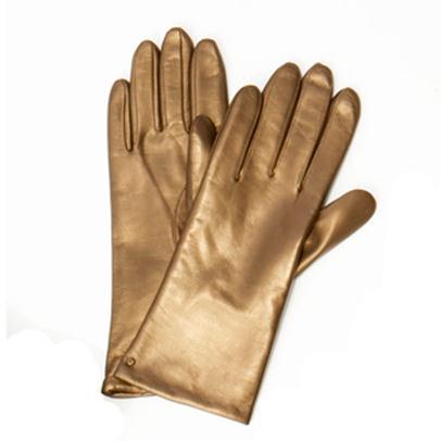 ... cairan zat berbahaya yang dapat merusak bagian kulit tangan pekerja